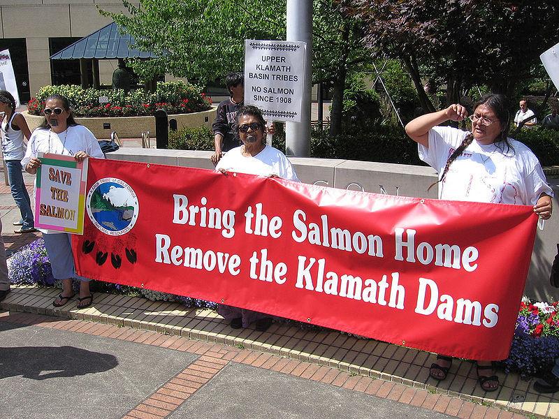 800px-Klamath_tribes_dam_removal_demo